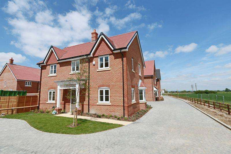 4 Bedrooms Detached House for rent in Beaker Place, Milton