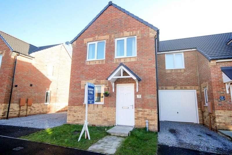 3 Bedrooms Semi Detached House for sale in Montrose Crescent, Hebburn