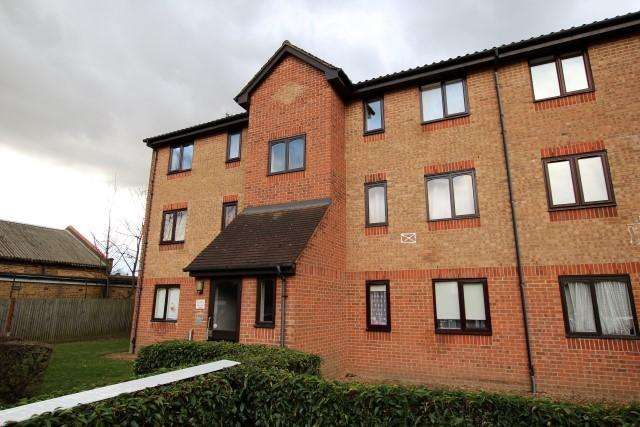 1 Bedroom Flat for sale in Plumtree Close, Dagenham RM10