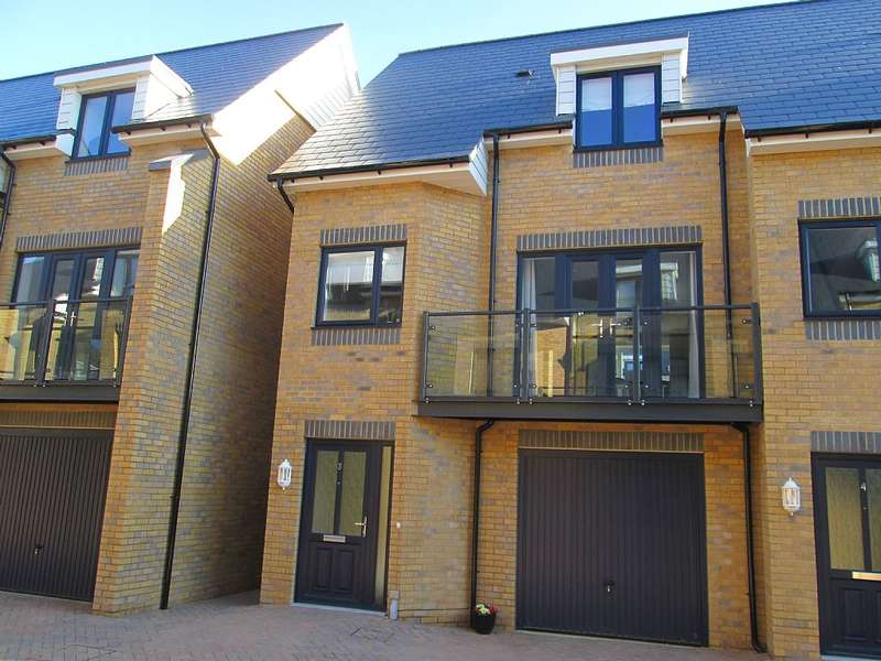 2 Bedrooms Town House for sale in Barton Mews, Whitstable, Kent, CT5 1FS