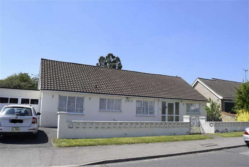 4 Bedrooms Detached Bungalow for sale in Sandon Road, Basildon, Essex