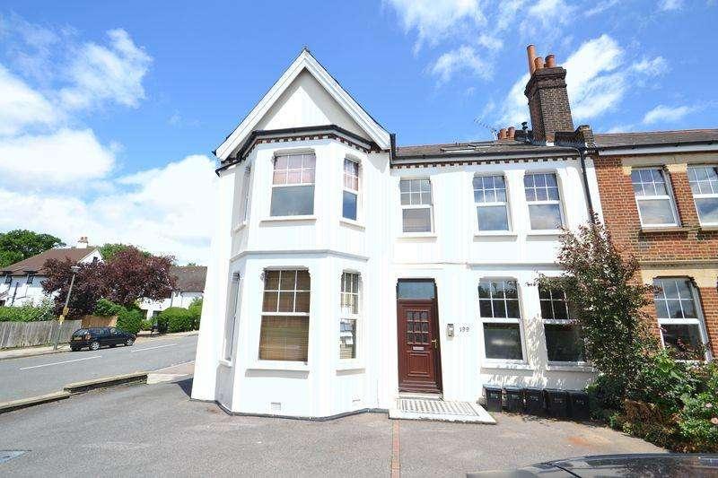 2 Bedrooms Flat for sale in Widmore Road, Bickley, Bromley