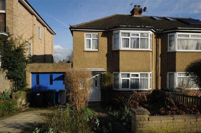 3 Bedrooms Semi Detached House for sale in Warwick Road, New Barnet, Herts, EN5