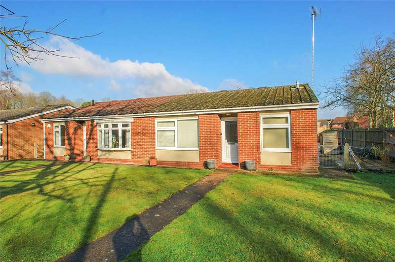 2 Bedrooms Semi Detached Bungalow for sale in Woodside Close, Finchampstead, Wokingham, Berkshire, RG40
