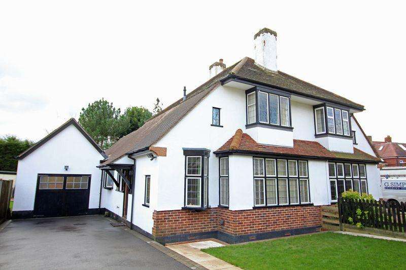3 Bedrooms Semi Detached House for sale in Village Way, Sanderstead, Surrey