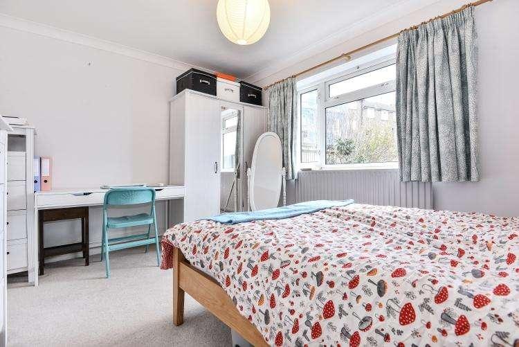 3 Bedrooms Maisonette Flat for rent in Trenholme Road London SE20