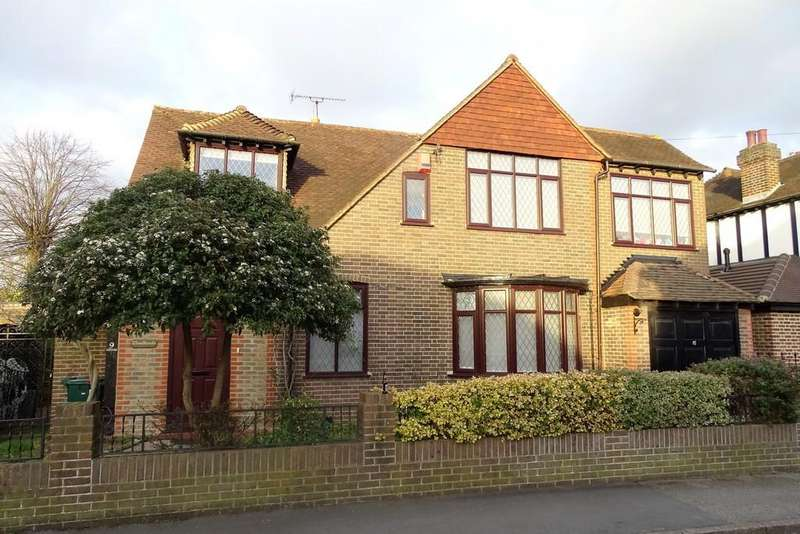 5 Bedrooms Detached House for sale in Fontmell Park, Ashford, TW15