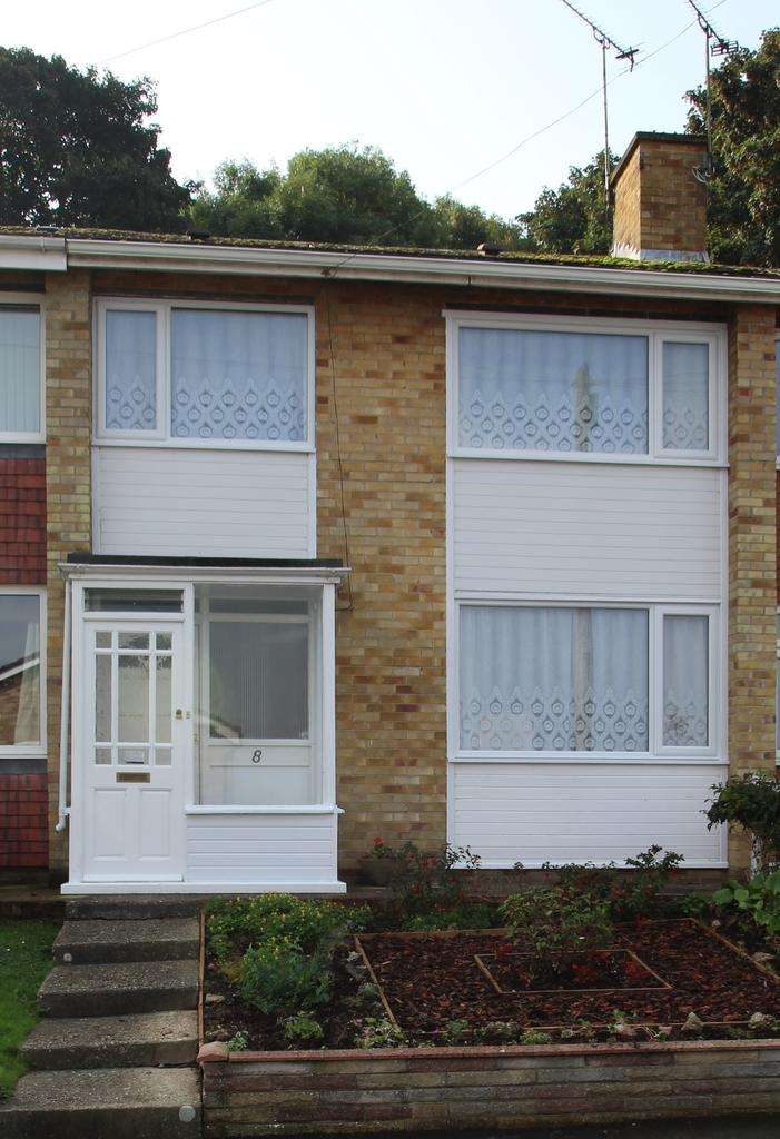 3 Bedrooms Terraced House for rent in Dell Close, Widley, PO7