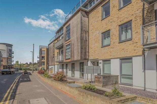 2 Bedrooms Apartment Flat for sale in Ground floor with Terrace, Elder Court, Hertford