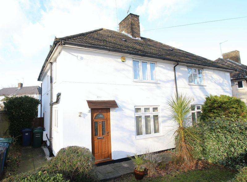 3 Bedrooms Semi Detached House for sale in Russell Lane, London