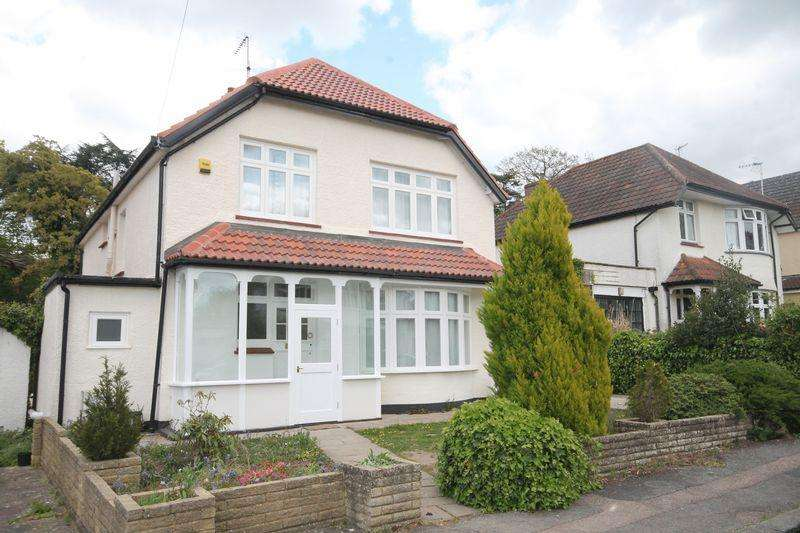 4 Bedrooms Detached House for rent in Highlands Avenue, Leatherhead