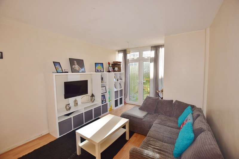 3 Bedrooms Semi Detached House for sale in Manor Farm Road, Middleton LS10
