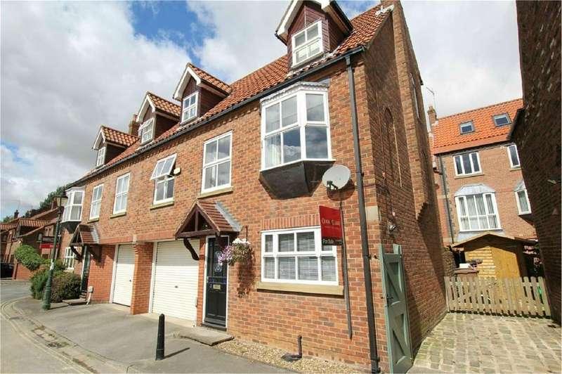 3 Bedrooms Semi Detached House for sale in Waltham Lane, Beverley, HU17