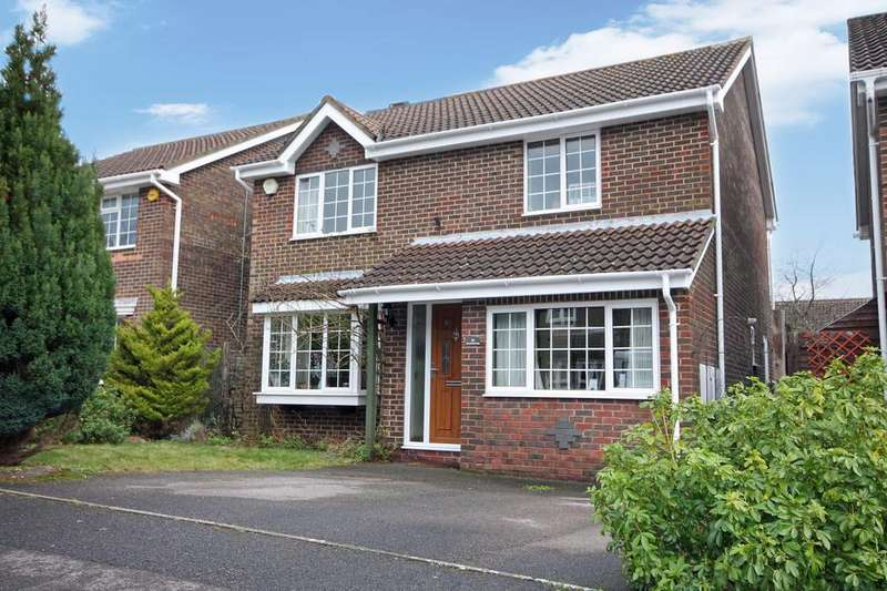 4 Bedrooms Detached House for sale in James Grieve Avenue, Locks Heath SO31