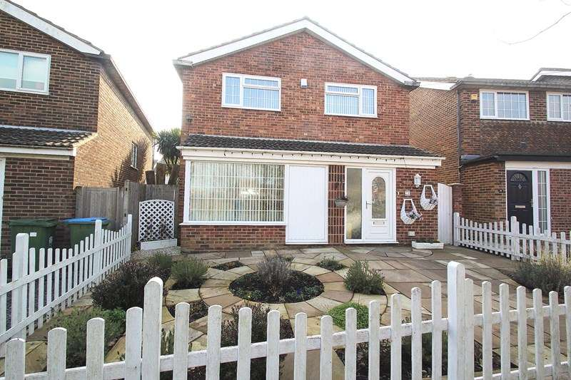 4 Bedrooms Detached House for sale in Old Gosport Road, Fareham