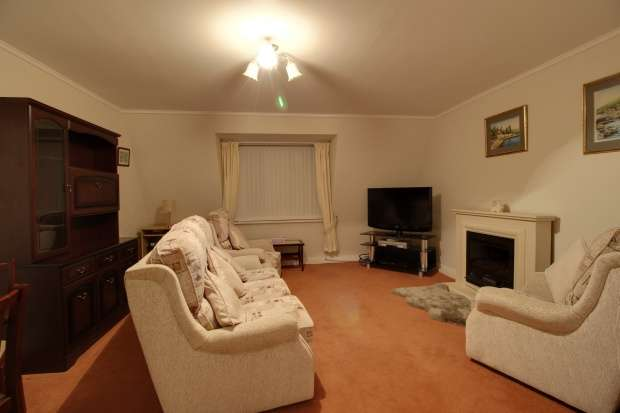 2 Bedrooms Flat for sale in Chestnut Court, South Ribble, Lancashire, PR25 3GN