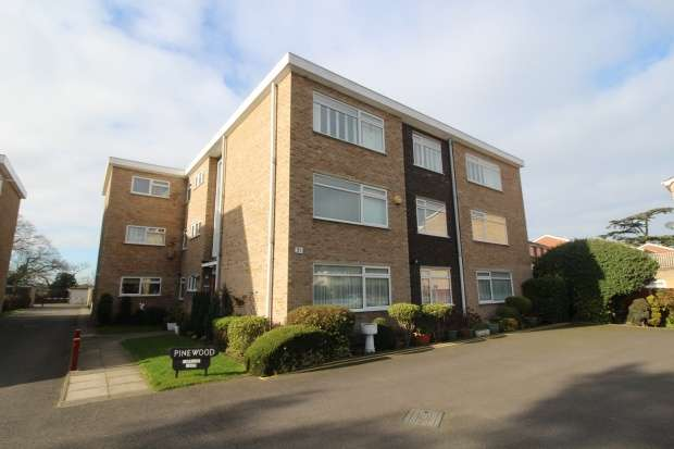 2 Bedrooms Flat for sale in Pinewood, Bromley, Kent, BR1 3TY