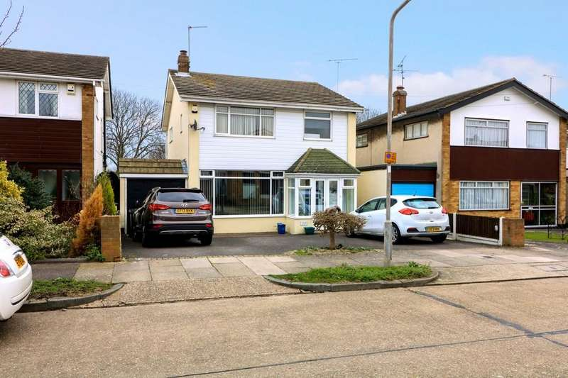 4 Bedrooms Detached House for sale in Ashurst Avenue, Thorpe Bay