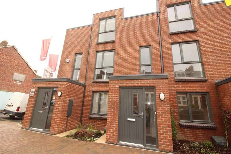 3 Bedrooms Terraced House for sale in Saltwell Road, Bensham, Gateshead