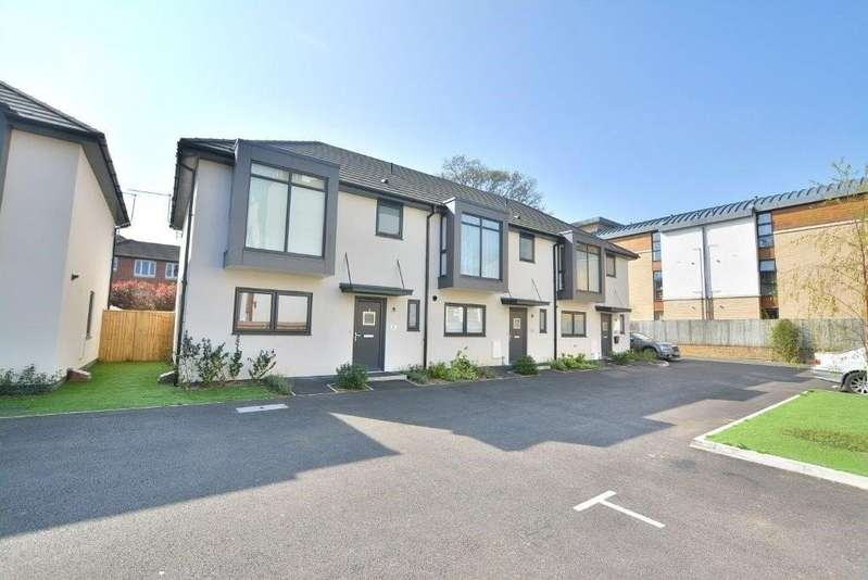 3 Bedrooms Terraced House for rent in Princes Road, Ferndown