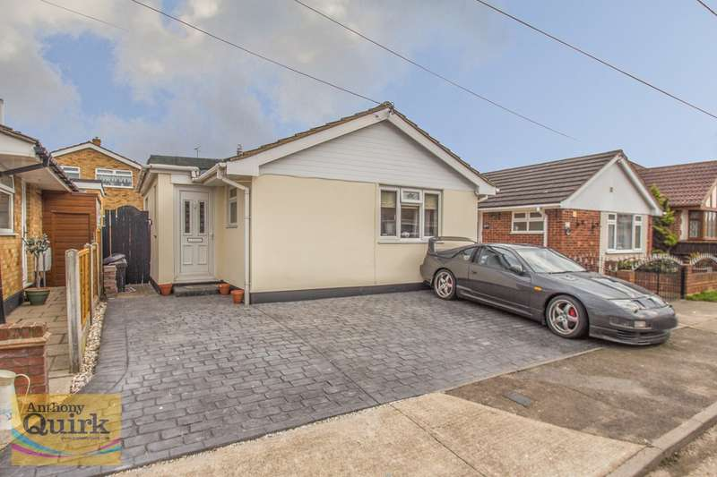 3 Bedrooms Detached Bungalow for sale in Landsburg Road, Canvey Island, SS8