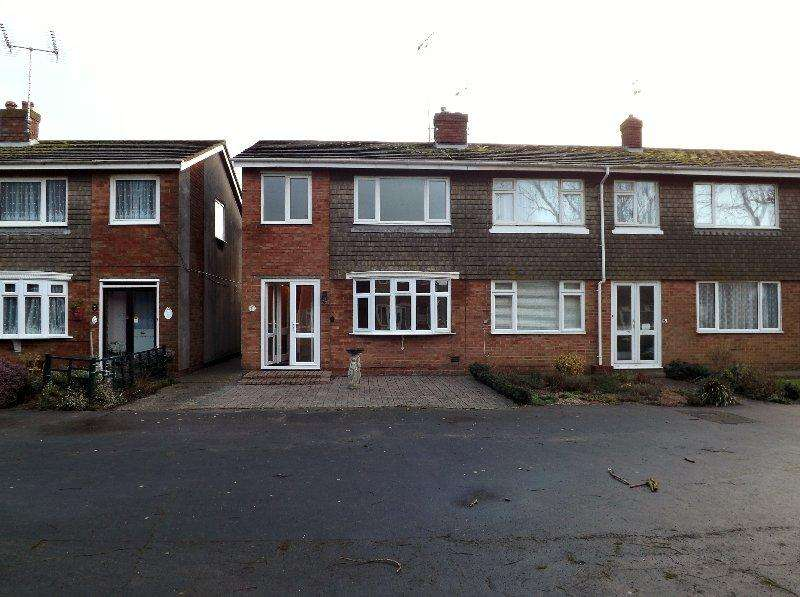 3 Bedrooms Semi Detached House for rent in Ambersham Crescent, East Preston BN16