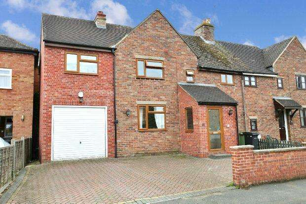 4 Bedrooms Semi Detached House for sale in Dulverton Place, Moreton-in-marsh