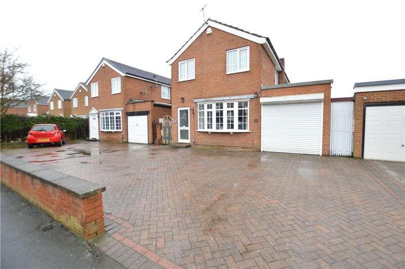 4 Bedrooms Detached House for sale in Whinmoor Gardens, Leeds, West Yorkshire
