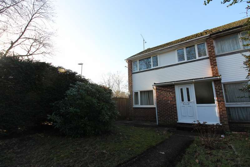 3 Bedrooms Semi Detached House for rent in Fairwater Drive, Woodley RG5