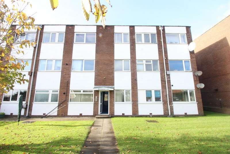 2 Bedrooms Flat for sale in Newquay Court, Blackpool