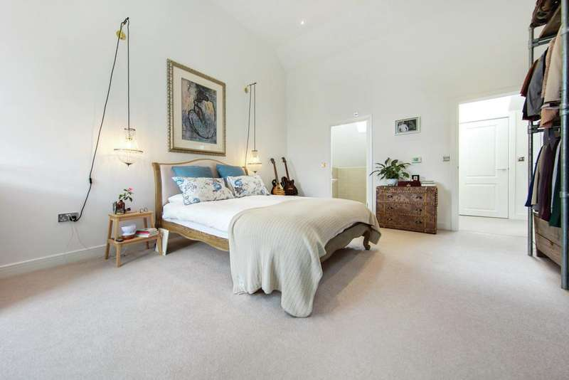 4 Bedrooms Terraced House for sale in South Oak Road, SW16