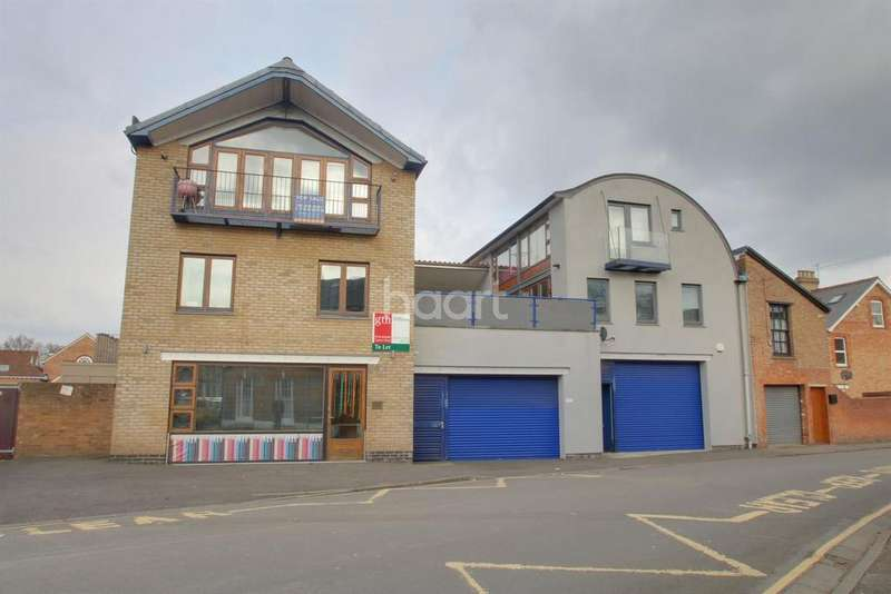 2 Bedrooms Flat for sale in Wood Street, Central Taunton