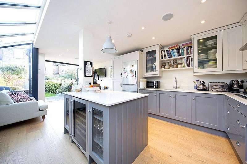4 Bedrooms Semi Detached House for sale in Montgomery Road, Chiswick, London, W4