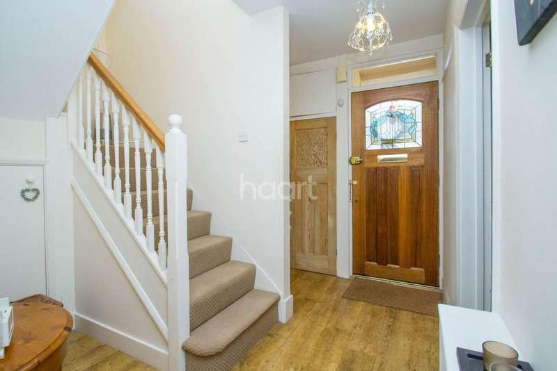 3 Bedrooms Semi Detached House for sale in Southwold Crescent, Benfleet