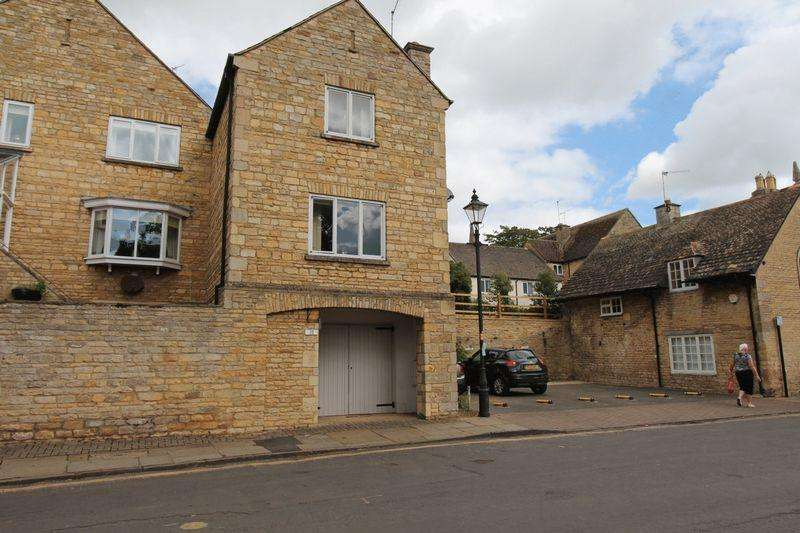 2 Bedrooms Town House for rent in Bath Row, Stamford