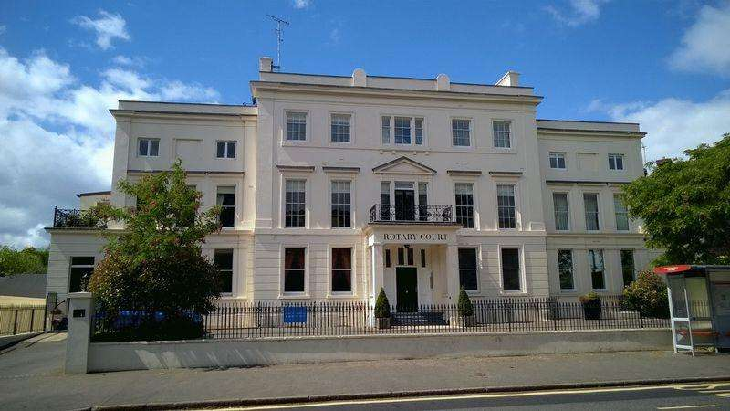 3 Bedrooms Apartment Flat for rent in Hampton Court Road, EAST MOLESEY