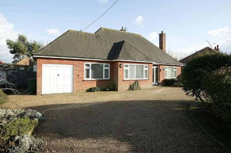 3 Bedrooms Detached Bungalow for sale in Dereham Road, Watton