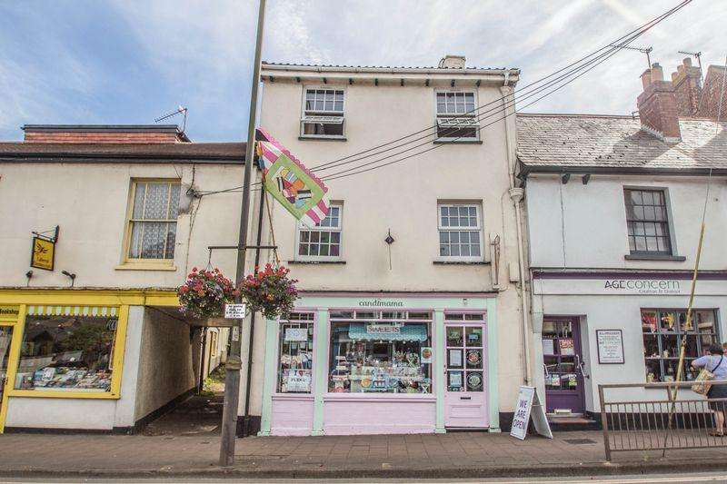 2 Bedrooms Maisonette Flat for sale in High Street, Crediton