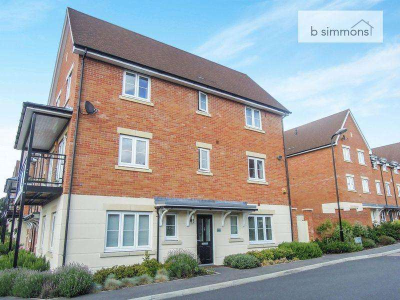 5 Bedrooms House for sale in Foxherne, Langley.