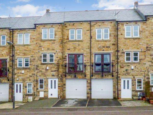 3 Bedrooms Town House for sale in 9 Royd Court, Cowling BD22 0HG