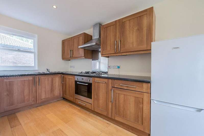 2 Bedrooms Apartment Flat for sale in MORESBY WALK, SW8