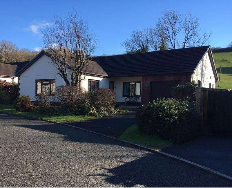 4 Bedrooms Detached Bungalow for rent in Bro Celynin, Bronwydd Arms, Carmarthen, Carmarthenshire