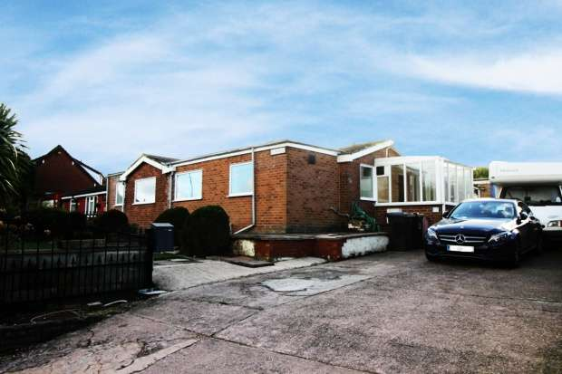 3 Bedrooms Bungalow for sale in Galleys Bank, Stoke-On-Trent, Staffordshire, ST7 4DD