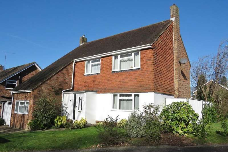 4 Bedrooms Detached House for sale in Pound Hill, Crawley, RH10