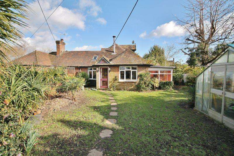 2 Bedrooms Chalet House for sale in Church Street, West Chiltington