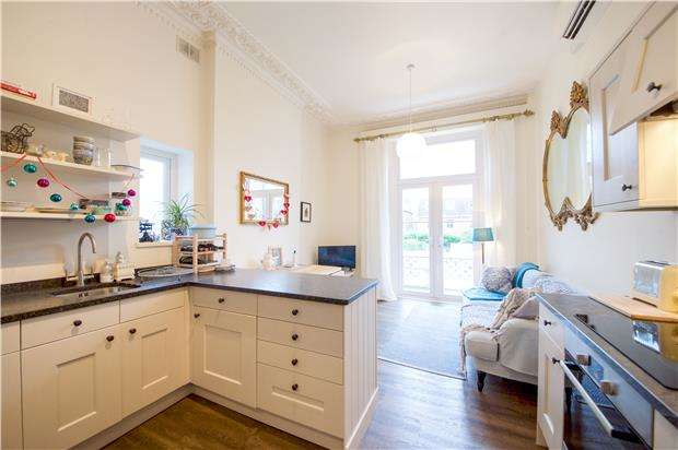 1 Bedroom Flat for sale in Wimbledon Park Road, LONDON, SW18 1LT