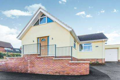 3 Bedrooms Bungalow for sale in Colyton, Devon