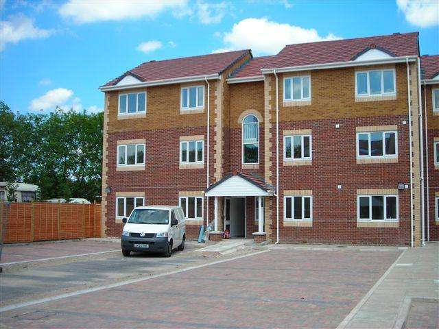 2 Bedrooms Flat for rent in The Quays, Liverpool Road North, Burscough, Lancashire, L40 5TW