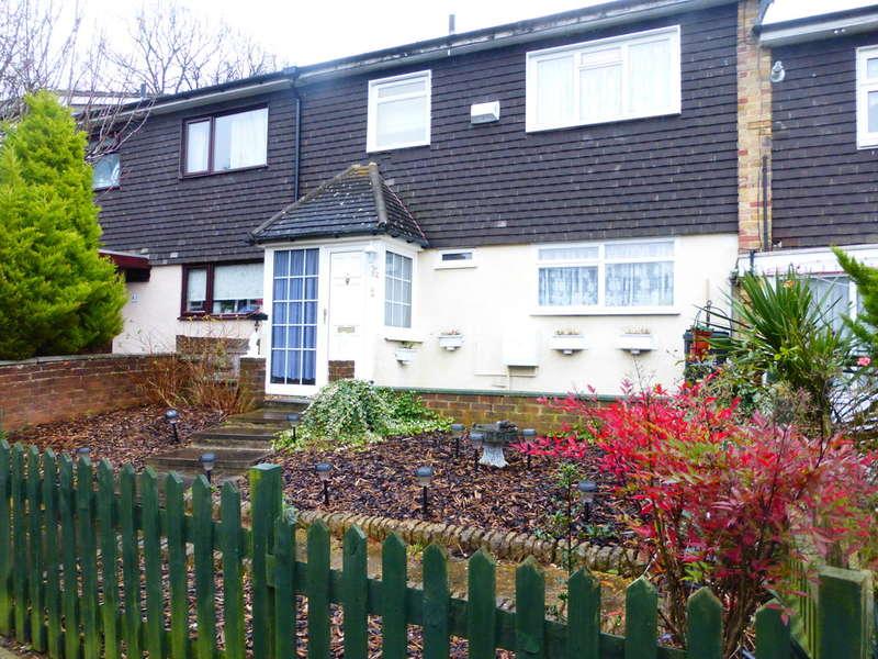 3 Bedrooms Terraced House for sale in Oak Bank, New Addington, Croydon, CR0