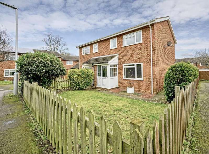 3 Bedrooms Semi Detached House for sale in Braybrooks Drive, Potton, Bedfordshire